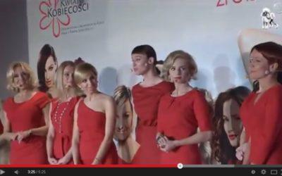 """Pokaz mody na Gali podsumowującej Ogólnopolską Kampanię Społeczną """"Piękna, bo Zdrowa"""" 2012"""